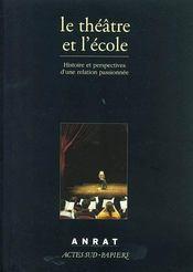 Le théâtre et l'école ; histoire et perspectives d'une relation passionnée - Intérieur - Format classique
