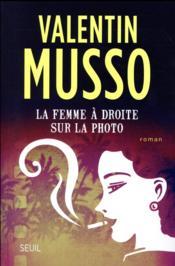 La femme à droite sur la photo - Couverture - Format classique