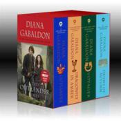 Vente livre :  OUTLANDER BOXED SET: OUTLANDER - OUTLANDER, DRAGONFLY IN AMBER, VOYAGER, DRUMS OF AUTUMN  - Diana Gabaldon