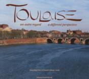 Toulouse ; un autre regard / a different perspective - Couverture - Format classique