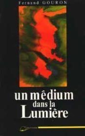 Medium Dans La Lumiere (Un) - Couverture - Format classique