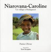 Niarovana-Caroline ; un village à Madagascar - Intérieur - Format classique