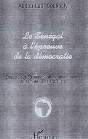 Le Sénégal à l'épreuve de la démocratie ; enquête sur 50 ans de lutte et de complots au sein de l'élite socialiste - Couverture - Format classique
