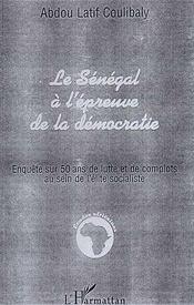 Le Sénégal à l'épreuve de la démocratie ; enquête sur 50 ans de lutte et de complots au sein de l'élite socialiste - Intérieur - Format classique