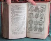 La nouvelle Méthode raisonnée du Blason pour l'apprendre d'une manière aisée (Ménestrier). Cours abrégé de Blason suivi d'une Notice détaillée sur les Ordres de Chevalerie (Martin). - Couverture - Format classique