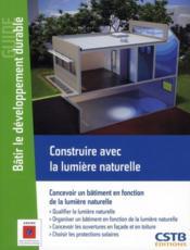 Construire avec la lumière naturelle ; concevoir un bâtiment en fonction de la lumière naturelle - Couverture - Format classique