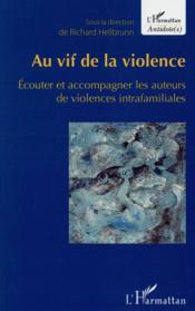 Au vif de la violence ; écouter et accompagner les auteurs de violences intrafamiliales - Couverture - Format classique