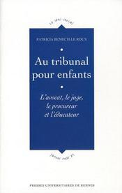 Au tribunal pour enfants l'avocat, le juge, le procureur et l'educateur - Intérieur - Format classique