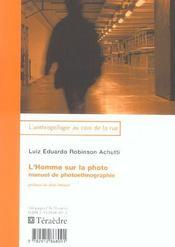 L'Homme Sur La Photo - Intérieur - Format classique