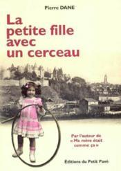 La petite fille avec un cerceau - Couverture - Format classique